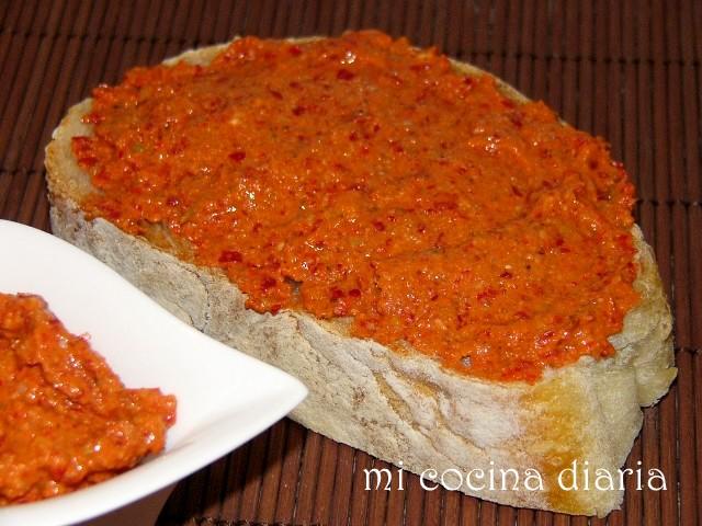 Salsa picante Adgika con nueces (Аджика пикантная с грецкими орехами)