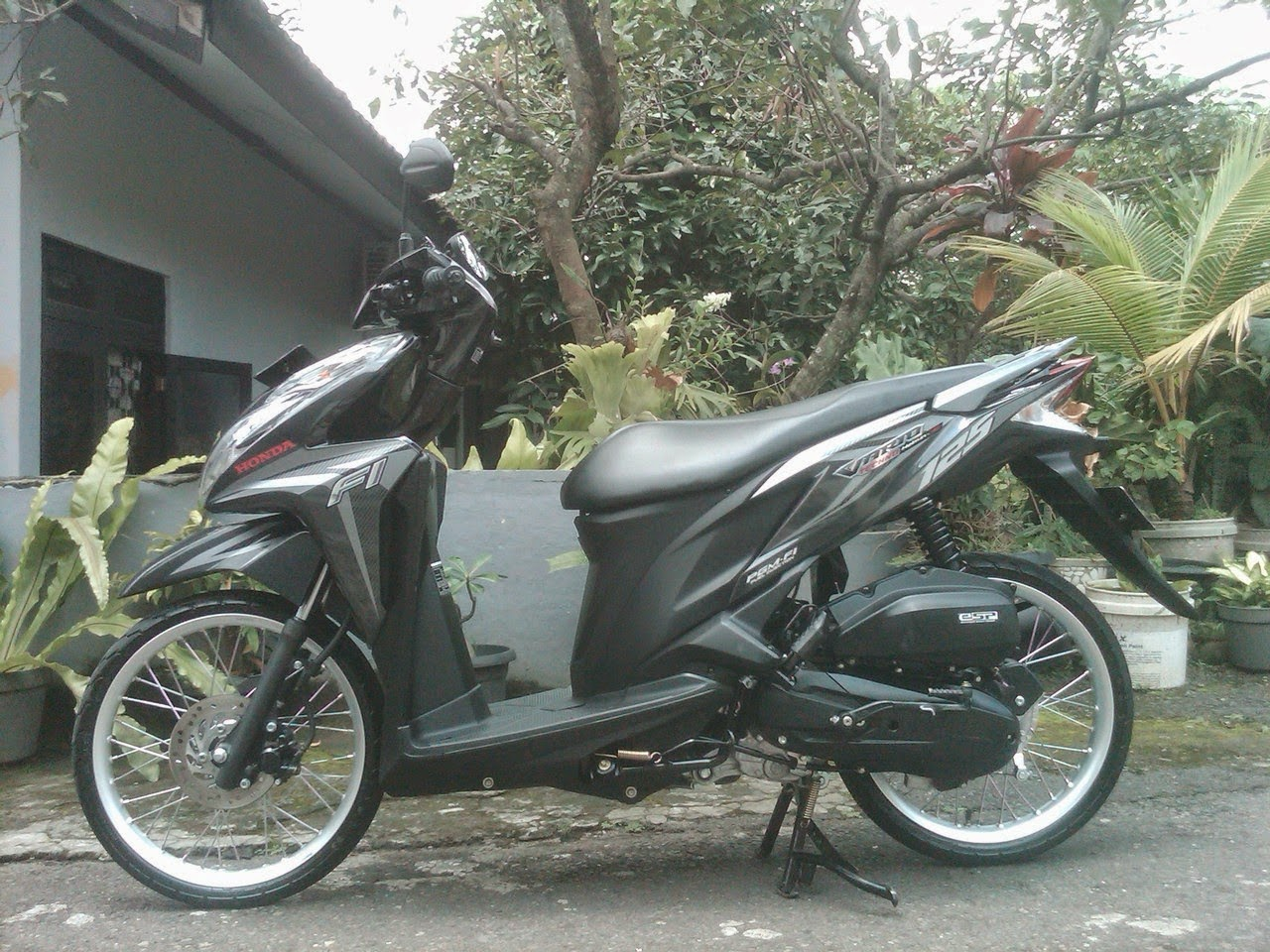 Modifikasi Vario 125 Pelek 17