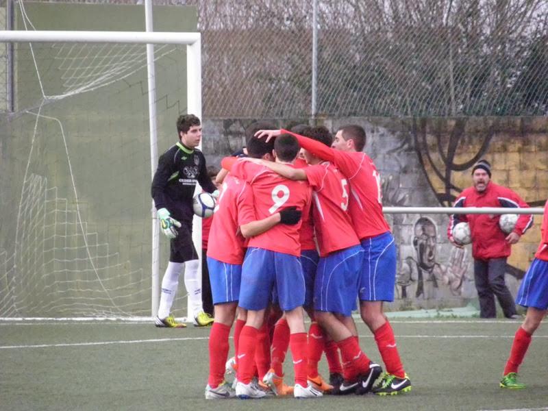 Os Xuvenís celebrando un gol fronte o Cedeira. O Beco 01/02/2014
