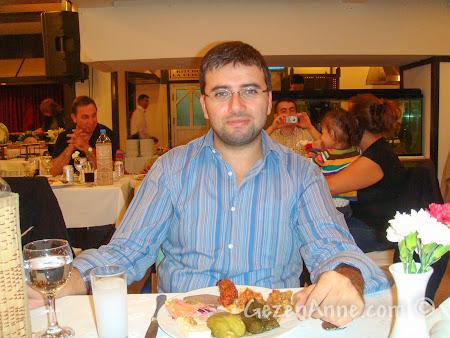 Bolu'daki Koru Otel'de restoranda yemek yerken