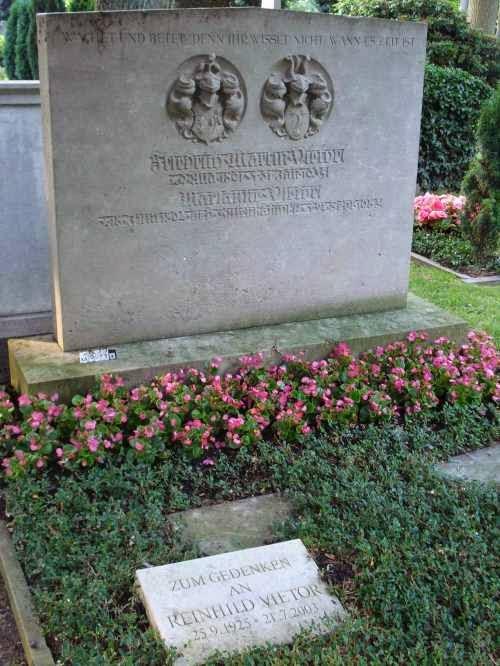 Nagrobek rodziny Vietor na cmentarzu Riensberg w Bremie (źródło: http://grabsteine.genealogy.net/tomb.php?cem=135&tomb=8104&b=)