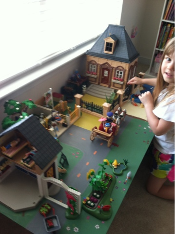 The laughing princess tutorial on how to make a play - Table de jeu playmobil ...