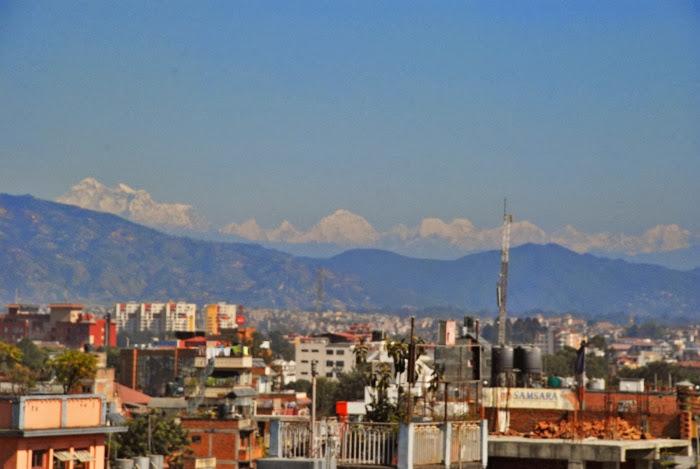 Непальская столица, а вокруг - горы