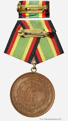151c Medaille für treue Dienste in der Nationale Volksarmee für 5 Dienstjahre www.ddrmedailles.nl