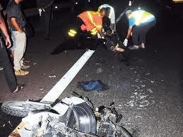 tiga maut dilanggar van pelancong