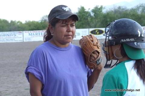 Pitcher y catcher de Club Sertoma femenil
