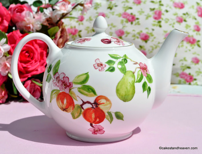 English Fine Bone China Eden Pattern 2 Pint Teapot