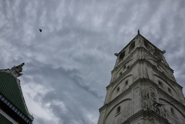 bird flying above the Kampung Kling Mosque