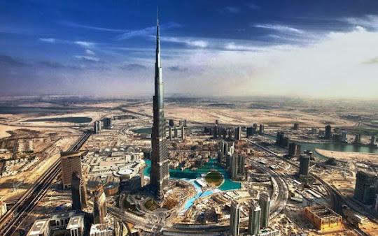 es un rascacielos megaalto con una altura mxima de metros con plantas ascensores el arquitecto principal del proyecto adrian smith