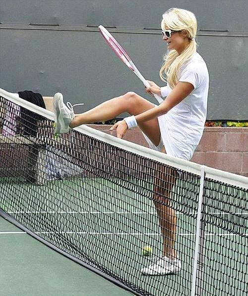 PARIS HILTON HOT SEXY PICS PHOTOS PLAYING TENNIS EXPOSING PANTIES