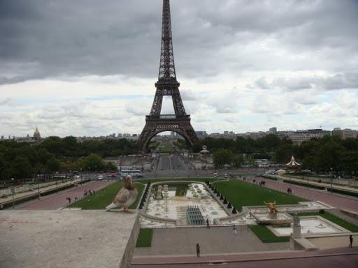 Поглед от площад Трокадеро към Айфеловата кула и Марсово поле