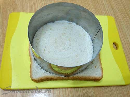 вырезать круг из хлеба