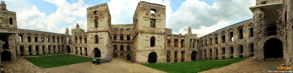 Zamek Krzyżtopór w Ujeździe - dziedziniec zamkowy