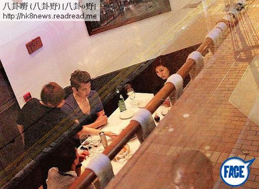 去年陳山聰與樂易玲等坐在餐廳一角「講數」,餐後記者問是否擺和頭酒,醒目超雲即搭嘴:「係我見工呀。」樂小姐則說要找她拍戲。《蘋果日報》圖片