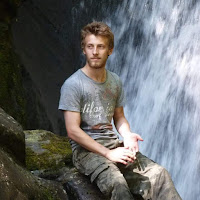 Ross Neale's avatar