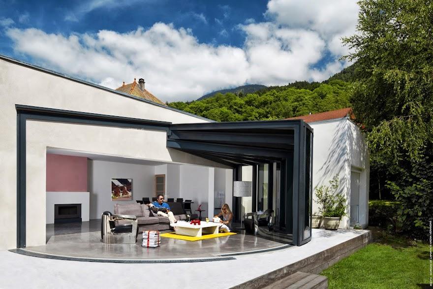 espace de vie avec vue panoramique sur l ext rieur. Black Bedroom Furniture Sets. Home Design Ideas