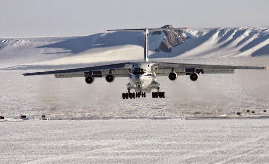 트롤활주로에 착륙 중인 러시아 항공기 일류신
