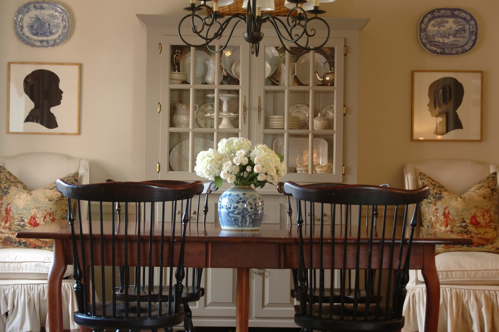 Pretty dining room before after holly mathis interiors Pretty dining rooms