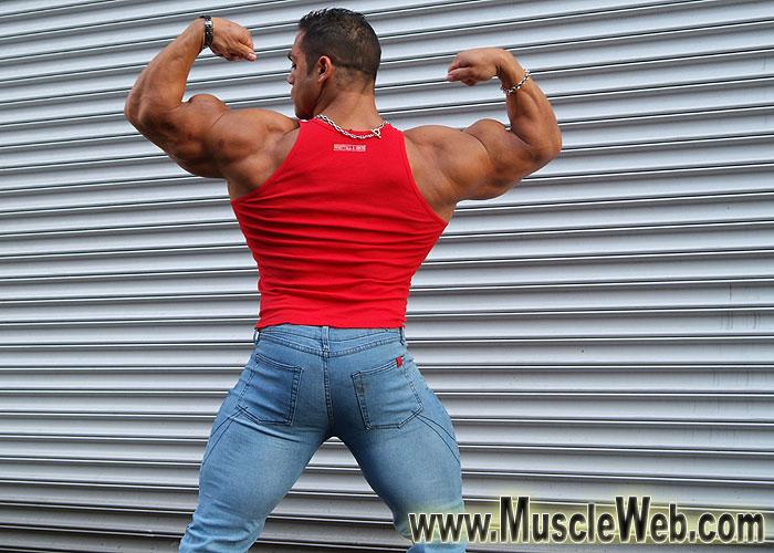 Muscle Lover: David hughes is huge!
