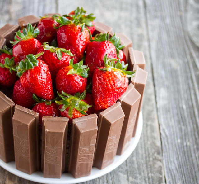 close-up photo of a Kit Kat Cake