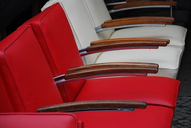 kursi merah putih