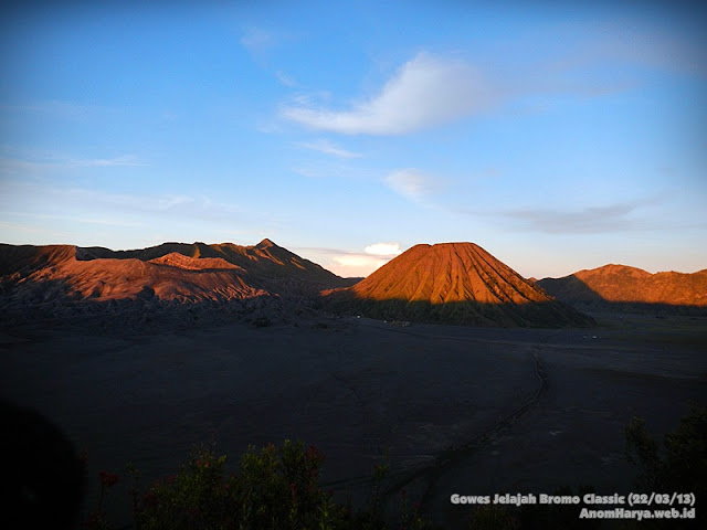 Pemandangan Lautan Pasir dari Puncak Cemoro Lawang