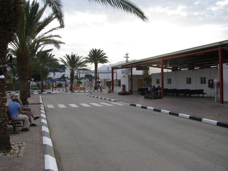 Переход Ицхака Рабина. За дальними воротами - Иордания
