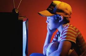 Bahaya Nonton TV Lebih dari 4 Jam Sehari