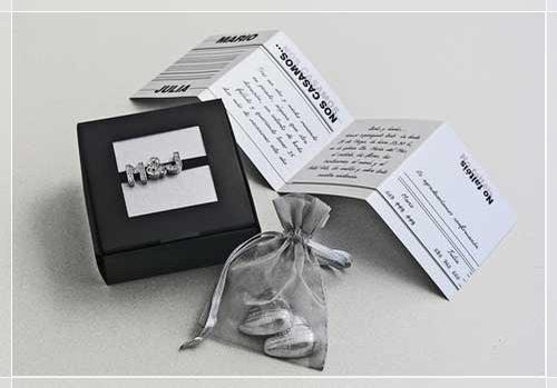 Invitación en gris y negro para boda