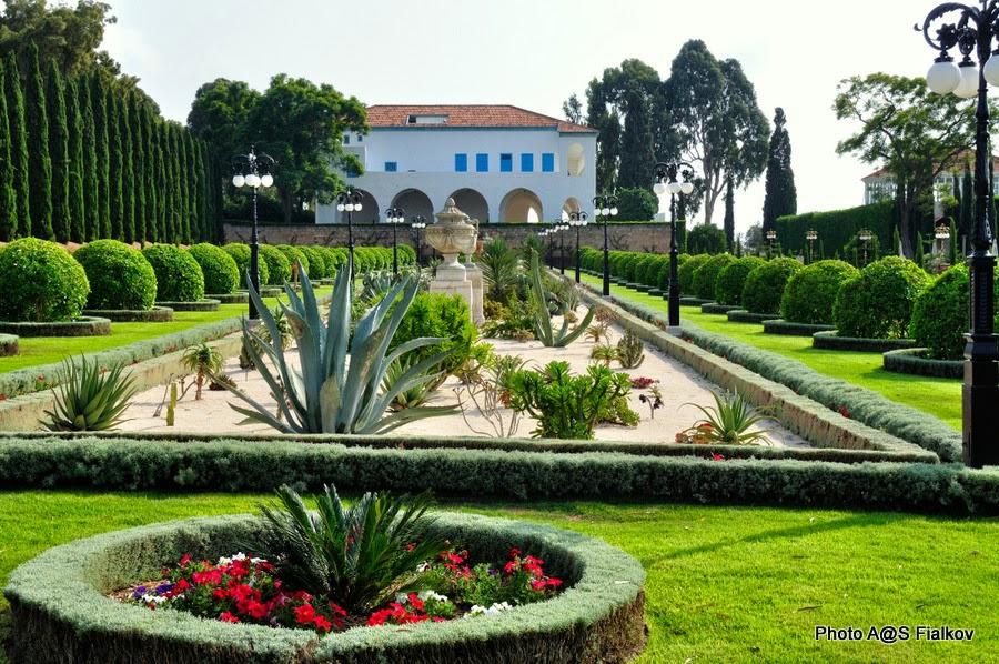 Особняк Бахауллы в Бахджи. Бахайские сады в Акко. Экскурсия по Западной Галилее. Гид в Израиле Светлана Фиалкова.