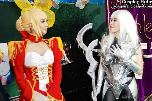 fate/extra cosplay - saber by alodia gosiengfiao with sarah geronimo