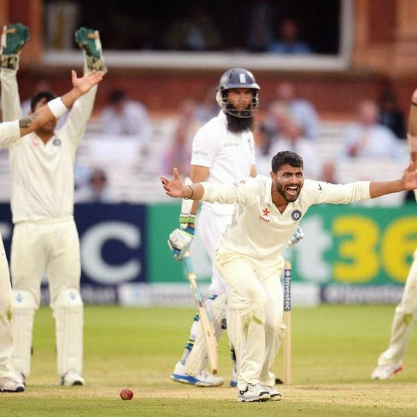 India's Ravindra Jadeja (2nd R) appeals unsuccessfully for the dismissal of England's Moeen Ali (3rd R) during the second cricket test match at Lord's cricket ground in London July 20, 2014.