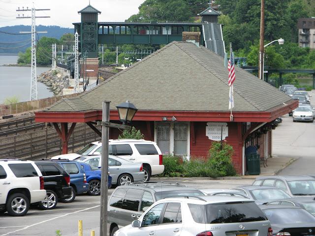 hudson post office hours