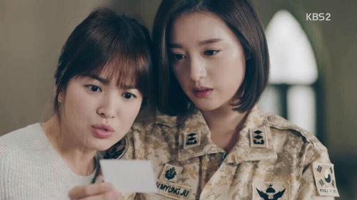 """""""Trung úy"""" Kim Ji Won: """"Tôi không cố gắng để hơn thua với chị Song Hye Kyo"""""""