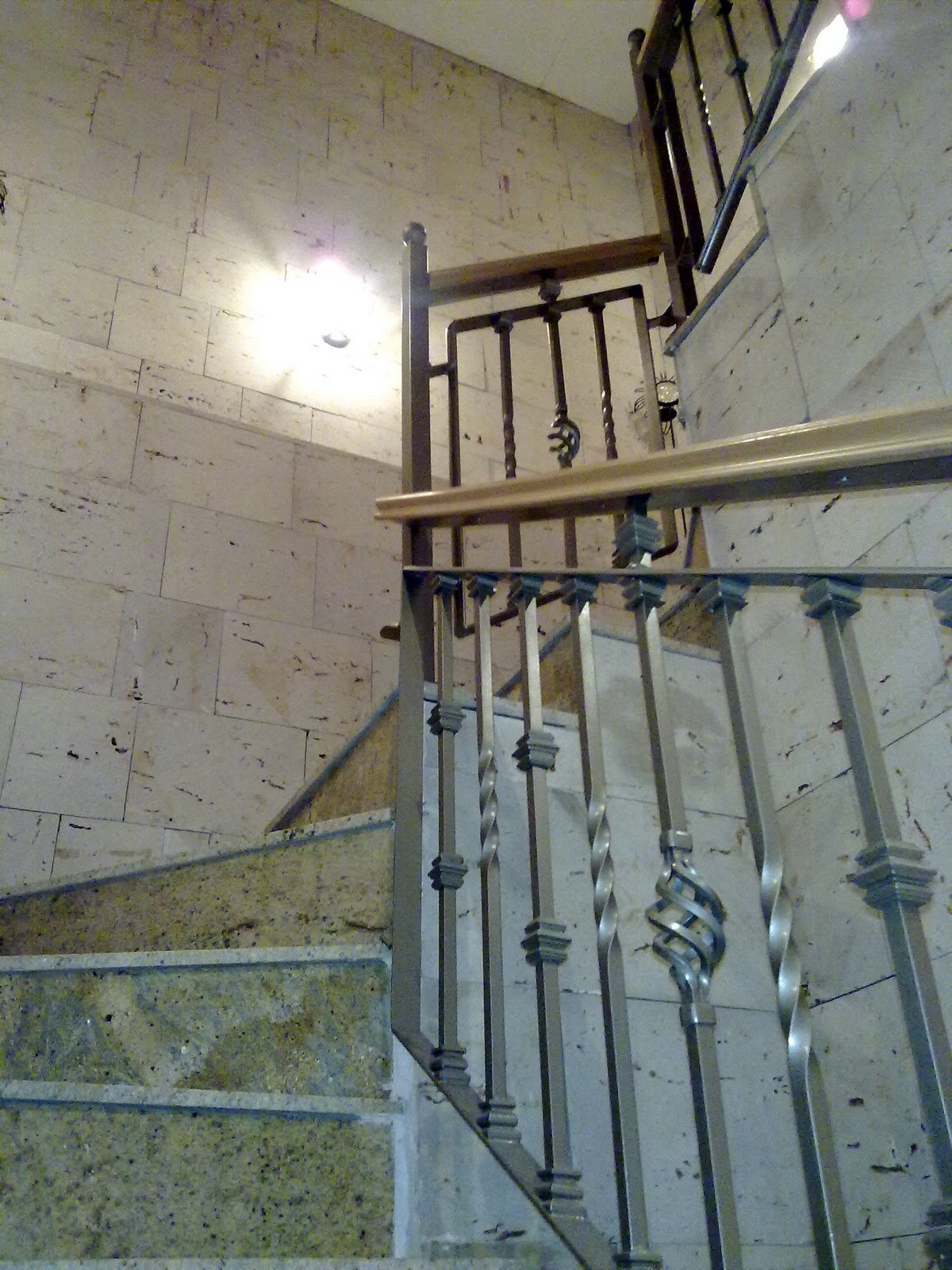 Pasamanos para escaleras pasamanos de madera acero share for Escaleras forja