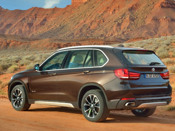 2014 BMW X5 - xDrive50i - Rear Side