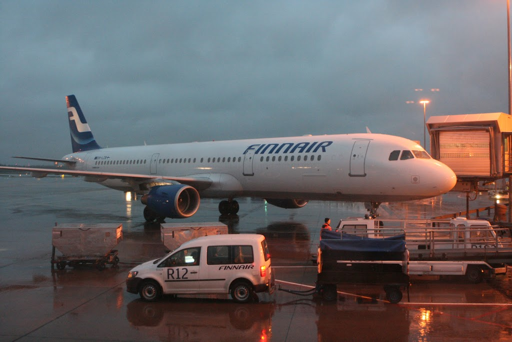 Airbus der Finnair am Gate in Helsinki
