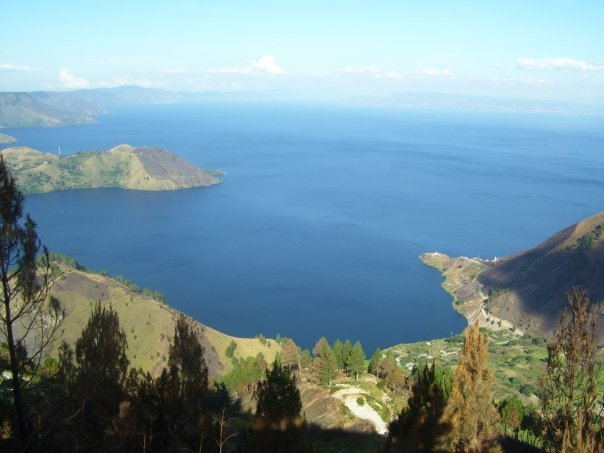 view Danau Toba dari simalem resort
