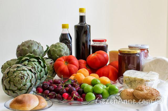 Cunda Ayvalık lezzetlerin eve gelenler: lor, Ayvalık tulumu, lor tatlısı, kara dut suyu vb