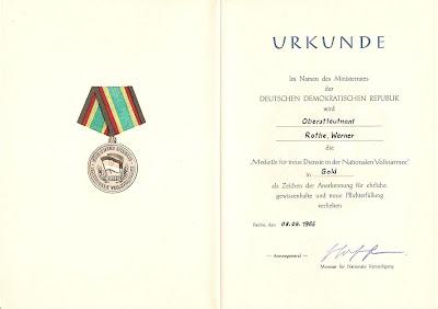 149e Medaille für Dienste in der Nationale Volksarmee für 15 Dienstjahre Punze 900 - 9 www.ddrmedailles.nl
