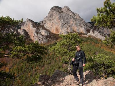 Arribant al Roc de la Piula, amb el Puig Cubell al fons