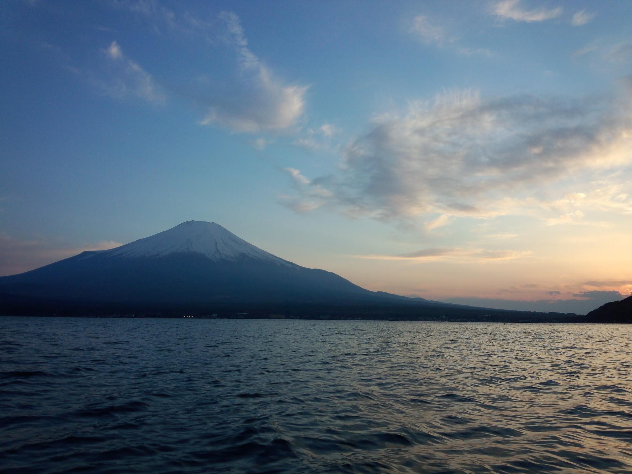 バスフィッシング 山中湖の富士山と夕焼け