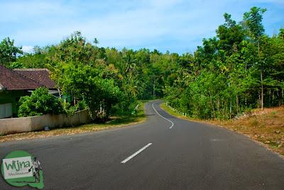 rute perjalanan lewat jalan raya pantai selatan jawa menuju pantai ngunggah, gunungkidul