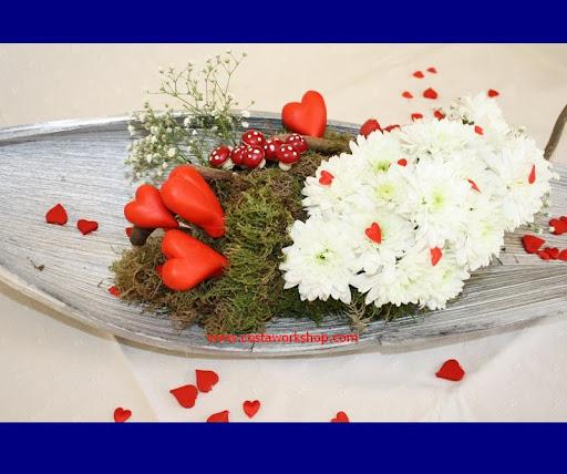 Valentijnbloemstuk hartjes w.jpg