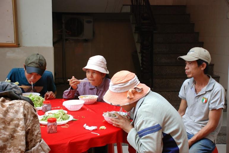 Gx Phú Hòa: Ban Caritas thực thi bác ái Mừng Chúa Phục Sinh