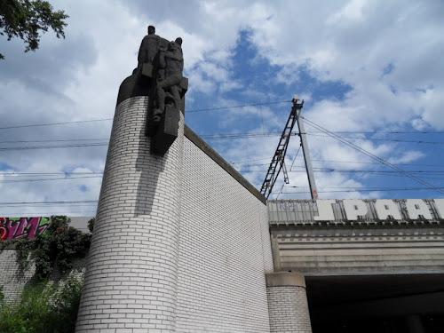 Edificio con statua