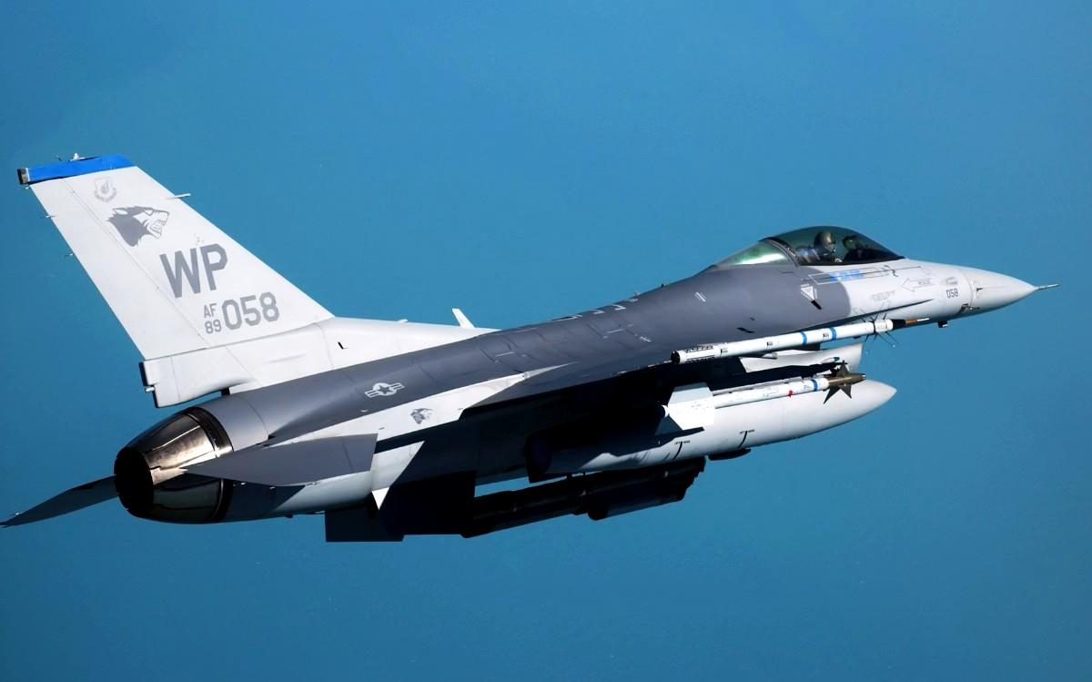 F-16 Fighting Falcon (Foto 4). PROKIMAL ONLINE Kotabumi Lampung Utara