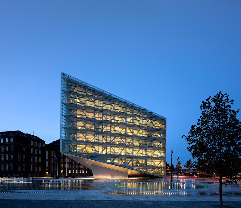 The Crystal Awarded with Emirates Glass LEAF Award for Best Structural Design 2011