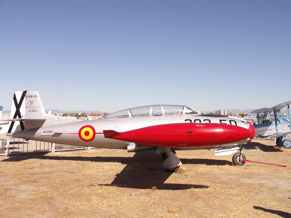 """Exhibición aerea de la Fundación """"Infante de Orleans"""". HISPANO+AVIACION+HA-200+SAETA"""