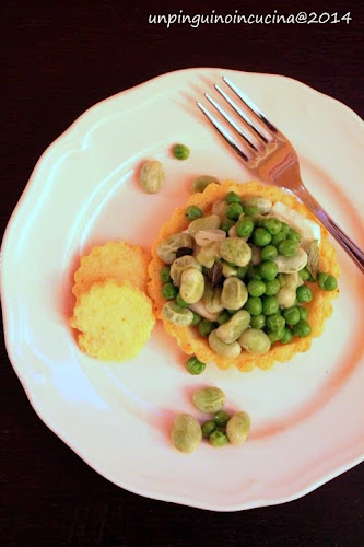 tartellette di frolla al parmigiano con stracchino, fave e piselli